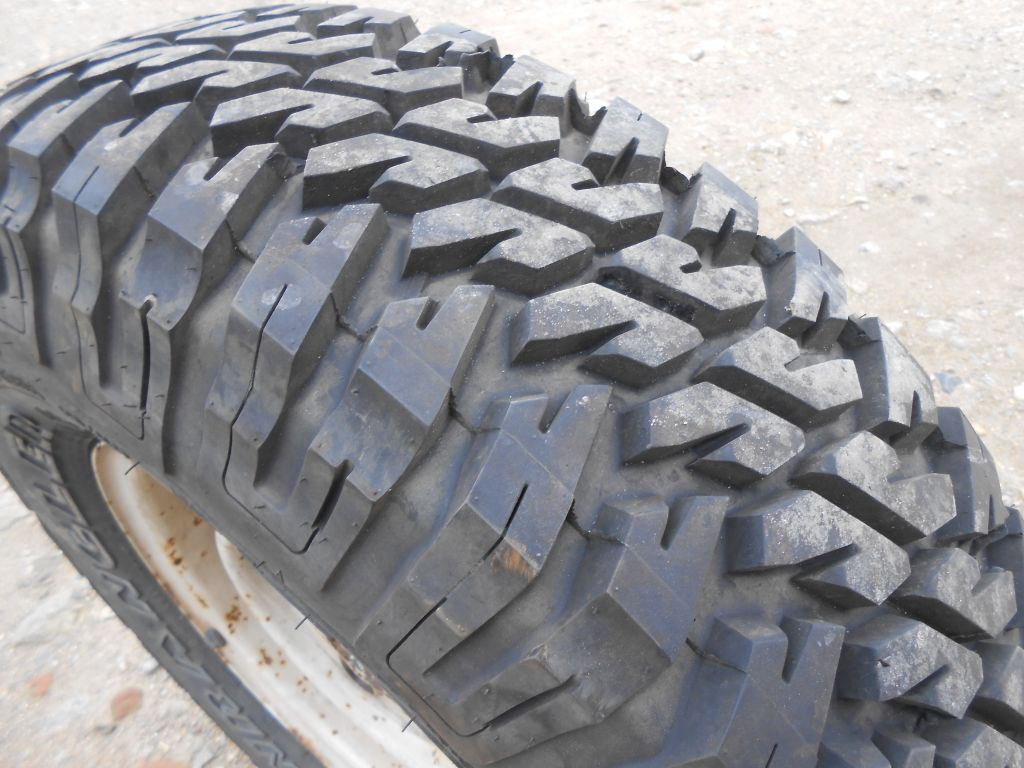 Land Rover Defender 90/110 Steel Wheel With Goodyear